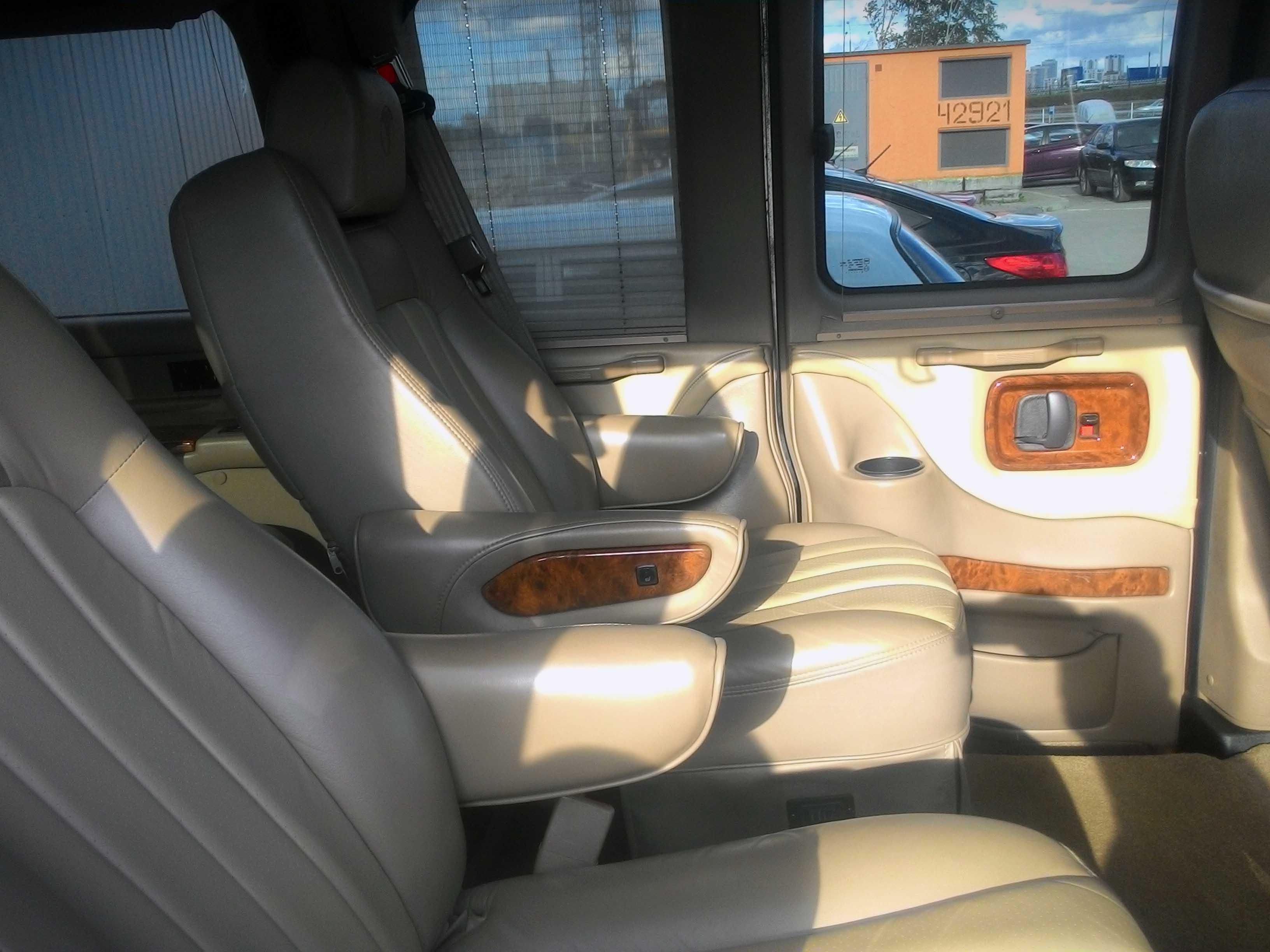 Chevrolet Express 2012 салон