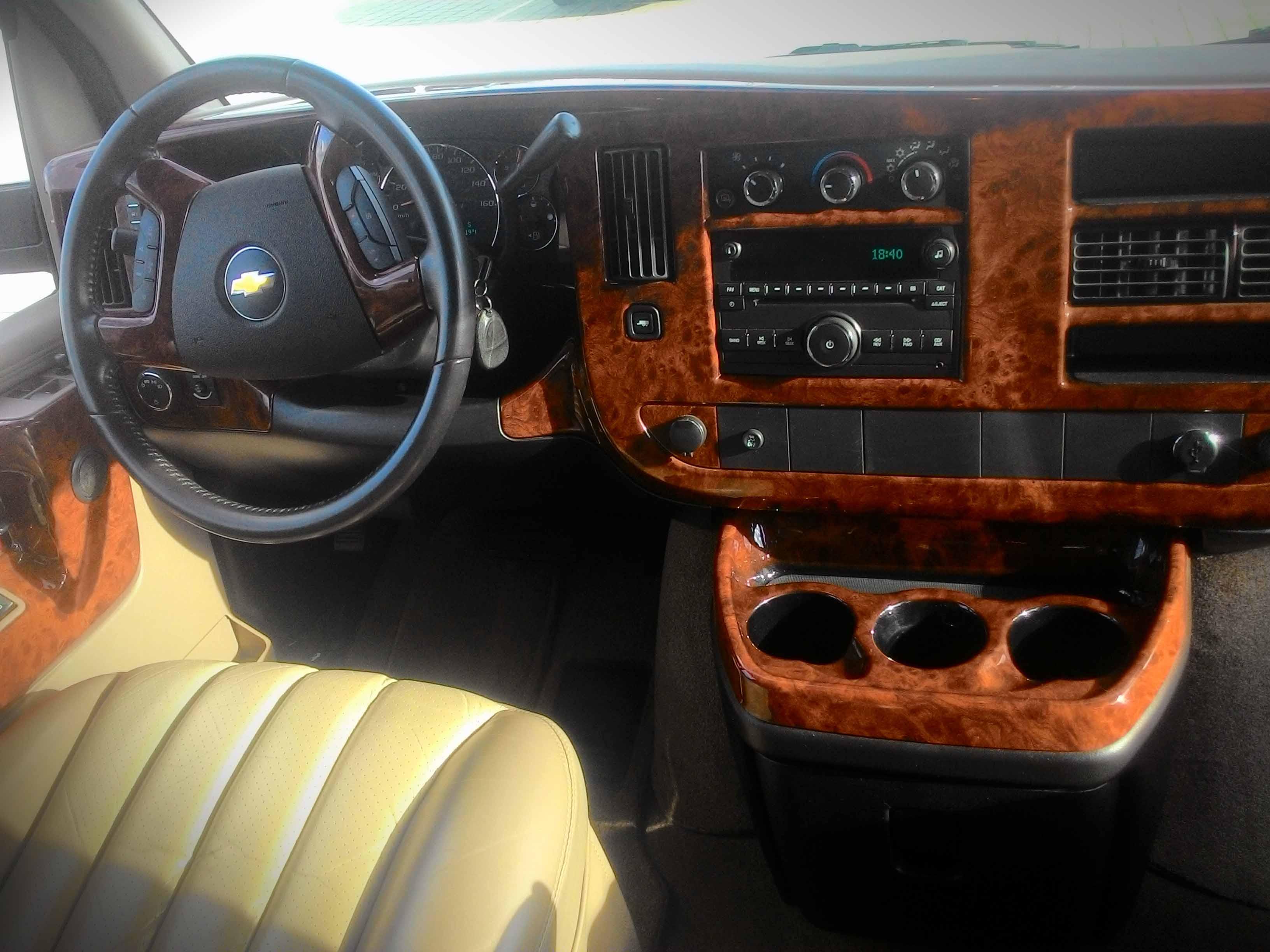 Chevrolet Express 2012 интерьер